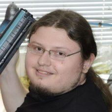 Стас - Ведучий інженер з ремонту комп'ютерної та цифрової техніки