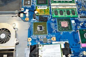 недорогий ремонт ноутбуків в Києві
